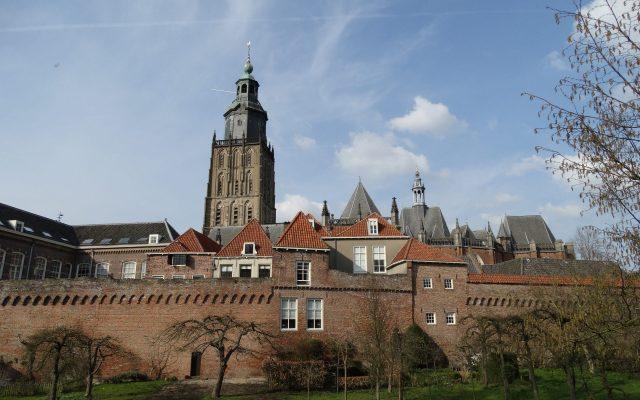 Zuphen Walburgiskerk vestingwerken